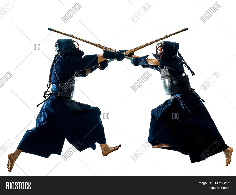 battodo,budo,bujutsu,combat,culture,cut out,dueling,fighting,full length,isolated,japanese,ken-jutsu,kendo,kenjutsu,martial arts,ninjutsu,oppositions,people,shadow,silhouette,sport,studio,two people,white background