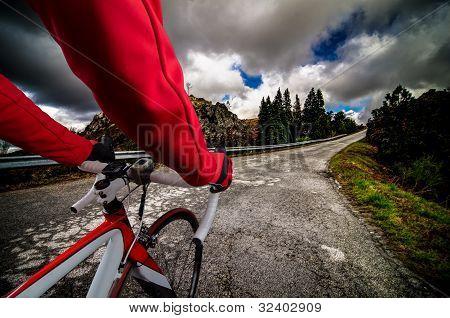 Cycliste sur la route