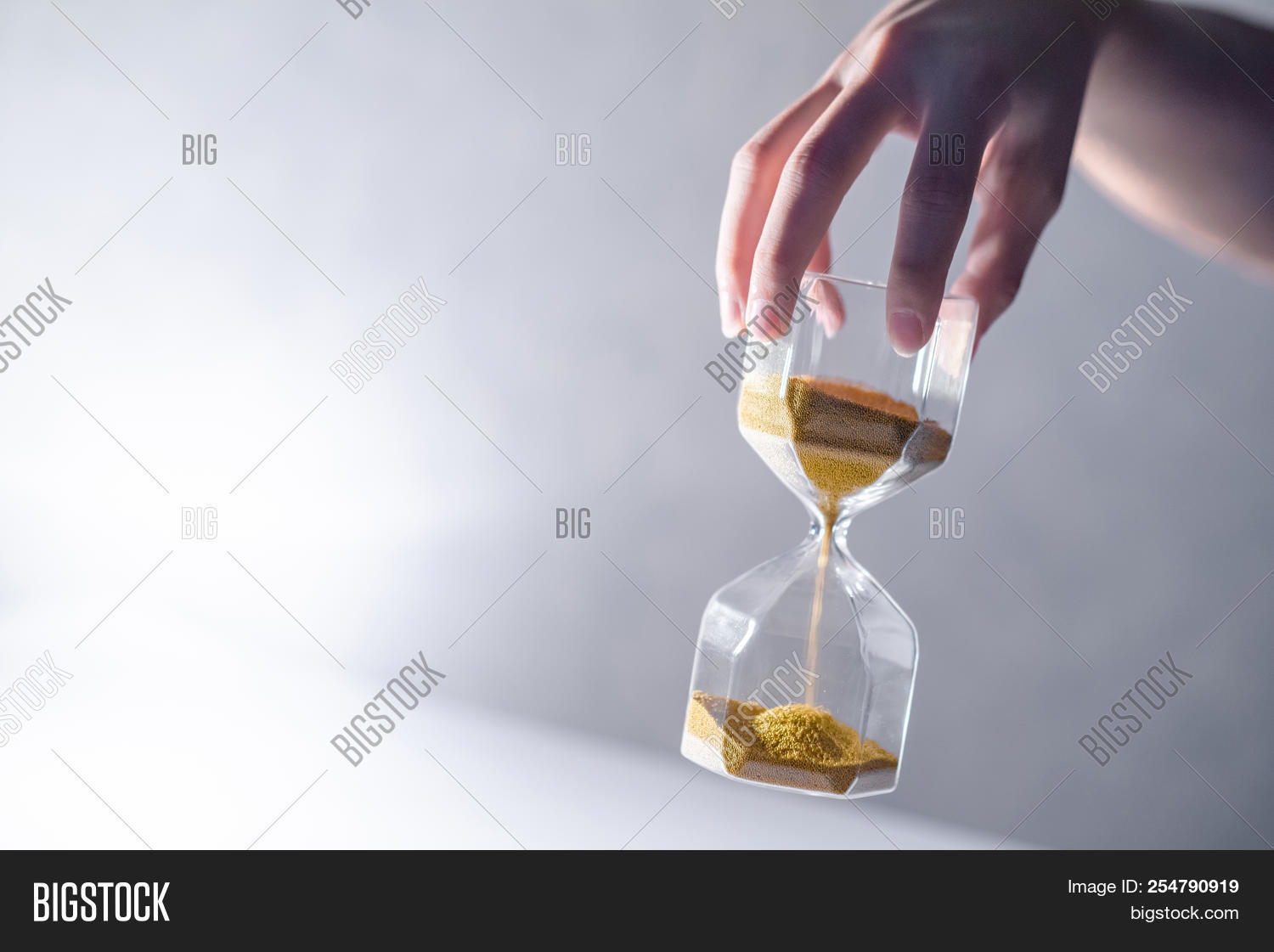 action,antique,background,brown,business,clock,close-up,concept,copy,countdown,deadline,decoration,falling,flowing,glass,hand,holding,hour,hourglass,idea,instrument,investment,life,male,management,minute,modern,old,old-fashioned,passing,past,patience,pressure,reflection,retirement,retro,running,sand,sandglass,shape,space,speed,stress,symbol,table,time,timer,urgency,vintage,white