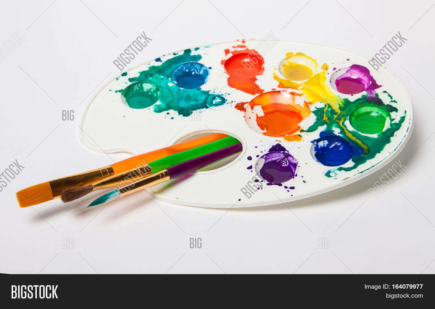 paint,palette,brush,art,isolated,artist,background,white,wooden,brushes,color,paintbrush,painter,equipment,colorful,oil,education,artwork,creativity,study,learning,pallet,tool,portrait,watercolor,acrylic,object,studio,nobody,canvas,design,artistic,green,pallette,vintage,closeup,yellow,water,bright,palet,drawing,work,creative,wood,pallete,childhood,dirty,school,wet