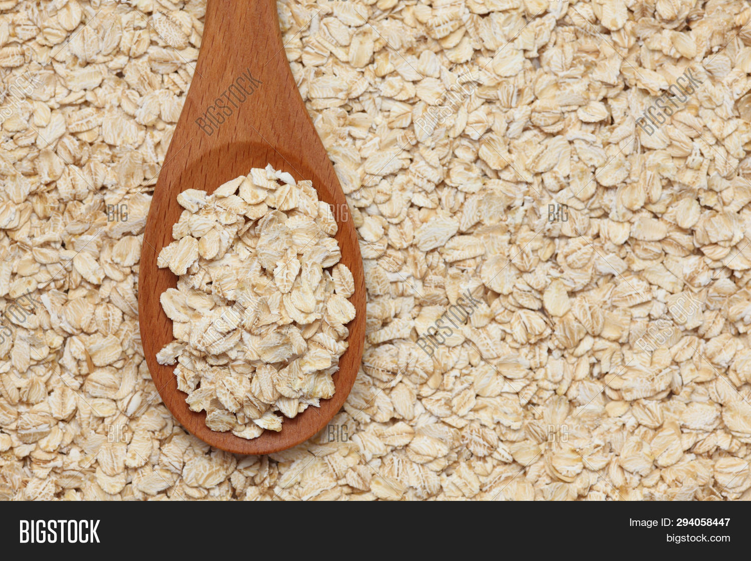 And,Close-up,Drink,Dry,Eating,Flake,Food,Healthy,Heap,Horizontal,Ingredient,Meal,Nobody,Oat,Oatmeal,Oats,Photography,Raw,Rolled,Shot,Spoon,Staple,Studio,Wood,Wooden