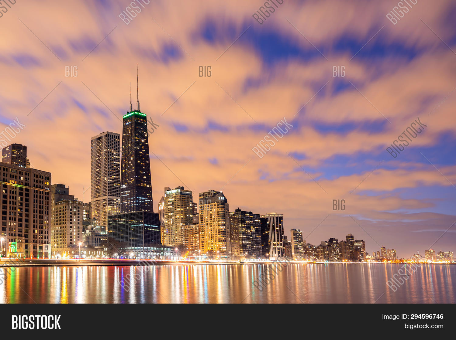 Sunset at Chicago Skylines building at Chicago downtown along Lake Michigan in Chicago City Illinois