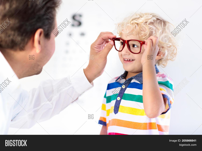 d4fbc81a01 🔥 Child At Eye Sight Test. Kid At Optitian. Eyewear For Kids.