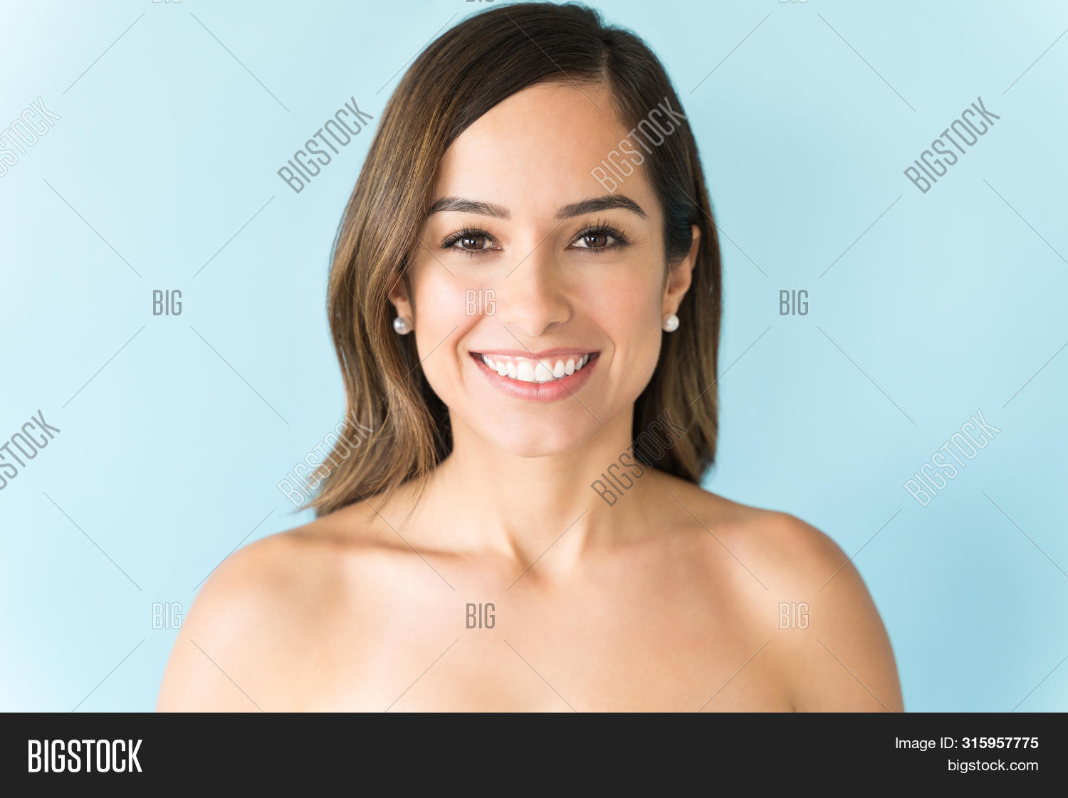 30s,Adult,Attractive,Background,Bare,Beautiful,Beauty,Blue,Brown,Brunette,Caucasian,Closeup,Complexion,Elegance,Face,Flawless,Front,Glowing,Hair,Happy,Headshot,Healthcare,Isolated,Long,Looking,Mid,One,Perfect,Person,Portrait,Shirtless,Shoulder,Skin,Smiling,Smooth,Studio,View,Wellness,Woman