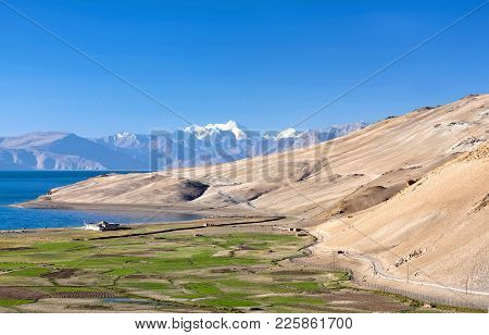 Tso Moriri lake in Ladakh, North India. The lake is at an altitude of 4 595 m; it is the largest of the high altitude lakes in the Trans-Himalayan biogeographic region stock photo