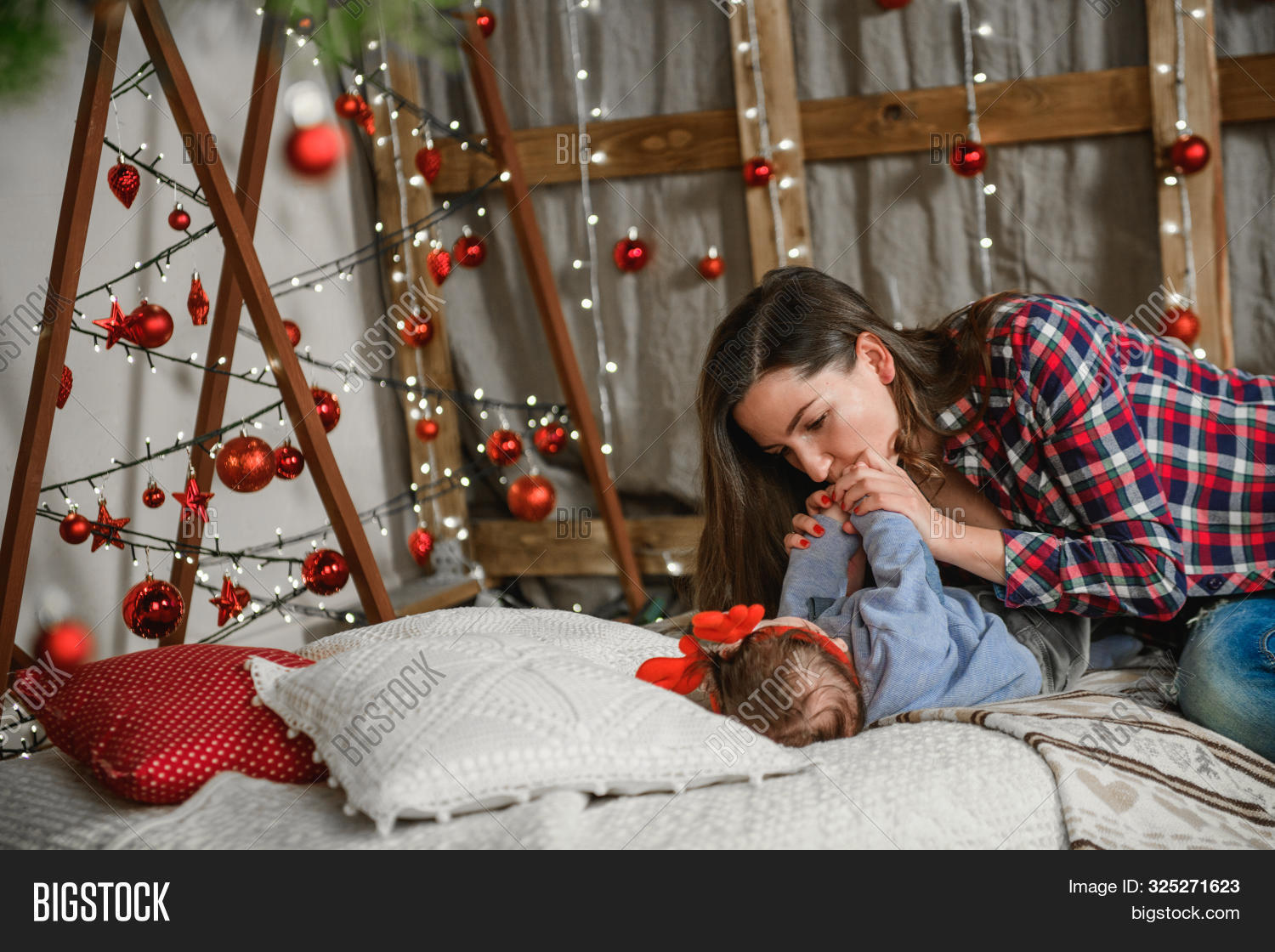 2020,2021,31,adorable,baby,background,ball,beautiful,boy,caucasian,celebration,cheerful,child,christmas,cute,december,decoration,face,first,funny,gift,girl,happy,hat,holiday,infant,innocence,innocent,kid,little,new,newborn,one,person,portrait,present,red,santa,smile,white,xmas,year