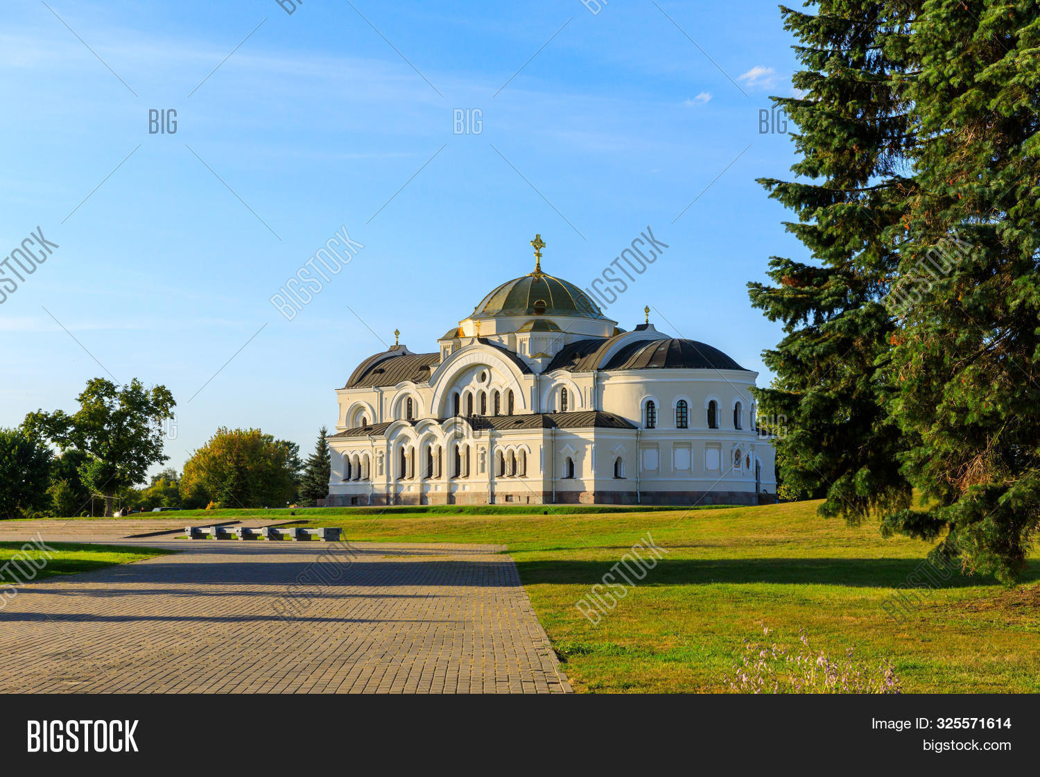 architecture,belarus,brest,building,cathedral,christian,church,city,complex,confession,cross,culture,dome,eastern,europe,faith,fortress,garrison,god,gold,golden,historic,historical,history,holy,house,icon,landmark,memorial,memory,monument,nature,nicholas,ornament,orthodox,protection,religion,sky,st,star,summer,sunny,temple,tourism,traditional,travel,view,war,white