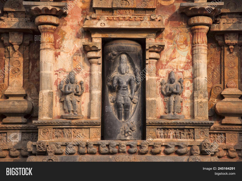 Koshta image of Lingodbhava or Shiva emerging from a linga. West wall of the Vimana. Airavatesvara Temple, UNESCO World Heritage Site, Darasuram, near Kumbakonam, Tamil Nadu, India