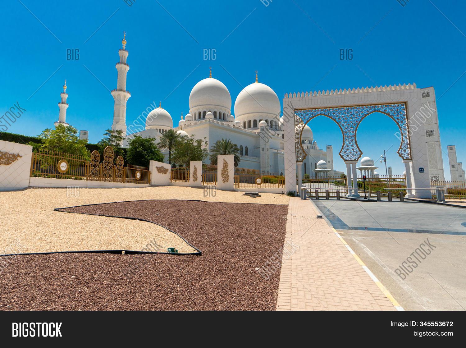 abu,allah,arab,arabia,arabian,arabic,architectural,architecture,blue,building,design,dhabi,dome,dubai,east,emirate,famous,grand,gulf,holy,islam,islamic,art,landmark,marble,masterpiece,middle,minaret,monument,mosque,muslim,outside,pillars,pray,religion,religious,sheikh,zayed,temple,tourism,tourist,travel,travelling,uae,united,white,worship,worshiping