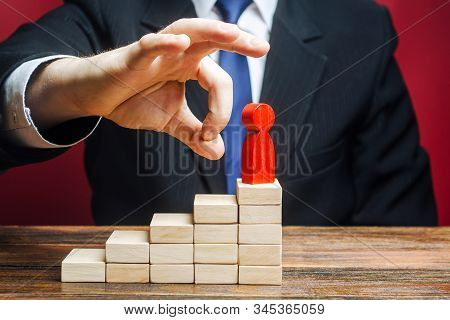 A man wants to fire an employee. Ruin a career. Head Offset. Capture control of business. Remove disloyal and toxic worker. Violation of rights and labor code. Abuse of power, political repression. stock photo