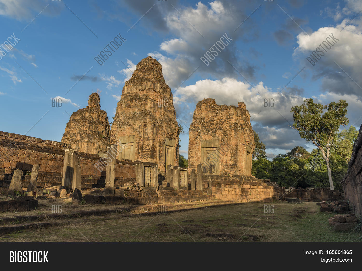 Thum,ancient,angkor,architecture,asia,asian,buddhism,buddhist,building,cambodia,cambodian,city,civilization,culture,famous,fireworks,heritage,hindu,hinduism,history,khmer,lake,market,monument,new,night,old,panorama,pyrotechnics,reap,religion,religious,ruin,siem,sky,southeast,statue,stone,street,temple,tourism,tourist,tower,town,travel,twilight,unesco,wat,year