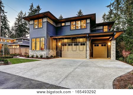 Luxurious New Construction Home In Bellevue, Wa