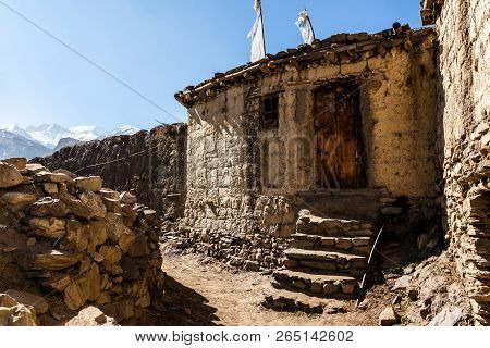 Asian mountain village Jharcot in Lower Mustang, Nepal, Himalaya, Annapurna Conservation Area stock photo