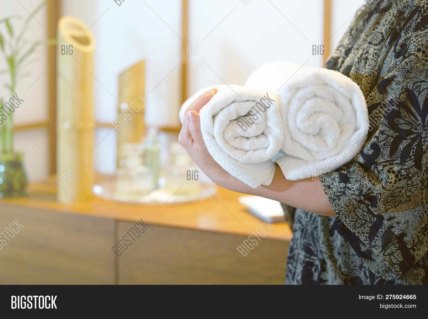 adult,background,bed,caucasian,chambermaid,cheerful,clean,cleaner,cleaning,concept,female,girl,hand,holding,hospitality,hotel,housekeeper,housekeeping,housewife,human,hygiene,laundry,luxury,maid,massage,masseuse,occupation,one,people,resort,rolled,section,service,showing,spa,staff,textile,toning,towel,welcome,white,wipe,woman,womens,worker