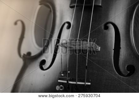 The  Wooden Violin,show Texture Of Wood And Detail Of Violin,art Tone,blurry Light Around