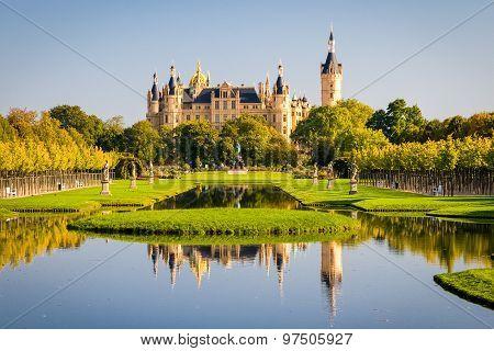 Schwerin Castle (Schweriner Schloss) reflected in the lake stock photo