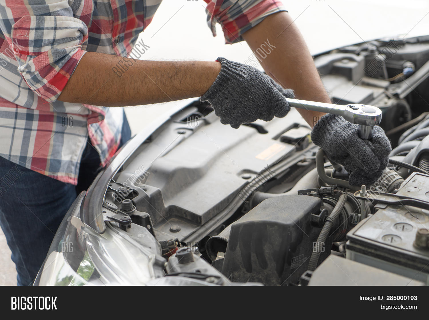advice,auto,automobile,automotive,battery,car,check,diagnostic,engine,equipment,fix,fixing,garage,hand,home,industry,inspection,job,labour,maintenance,male,man,manual,mechanic,mechanical,mot,motor,occupation,part,people,person,professional,repair,repairman,safety,service,servicing,shop,spanner,station,technician,test,tool,transport,transportation,vehicle,worker,working,workshop,wrench