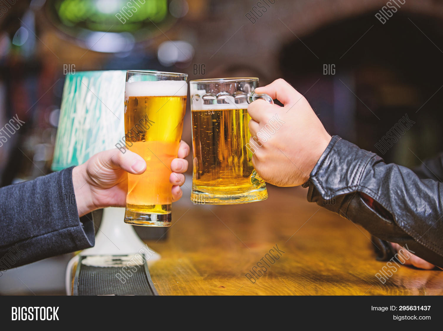 alcohol,alcoholic,ale,background,bar,bartender,beer,beverage,blurred,bubble,cheers,client,cold,concept,counter,craft,defocused,draft,draught,drink,filled,foam,fresh,friday,friends,glass,golden,keg,lager,leisure,light,liquid,mug,pint,pub,refreshment,restaurant,serving,table,tasty,tradition,visitor,wood,wooden,yellow