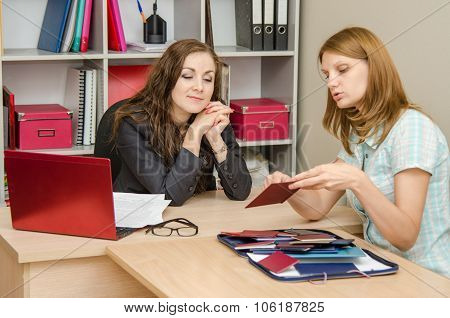 The Young Girl Talks About Her Diplomas Office Worker