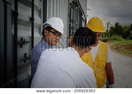 Asian senior Engineer manager 40-50 years old man listen construction project plan from young field engineer at construction site. Engineering teamwork concept stock photo