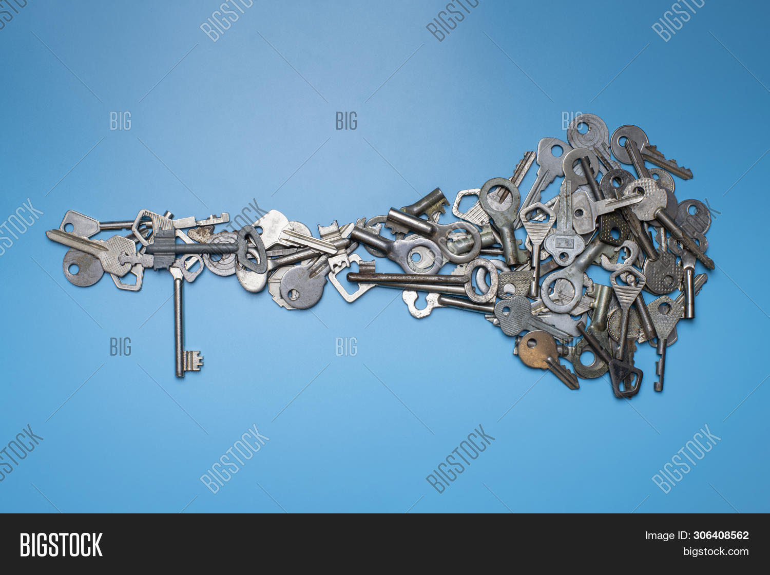 ancient,antique,apartment,background,big,blue,broker,bunch,business,buyer,chain,concept,credit,different,door,duplicate,hole,home,house,industrial,key,keyhole,keyring,lock,locksmith,many,metal,modern,multiple,new,object,old,owner,ownership,padlock,picking,privacy,private,property,real,rental,rusty,safe,sale,security,set,shape,silver,steel,unlock