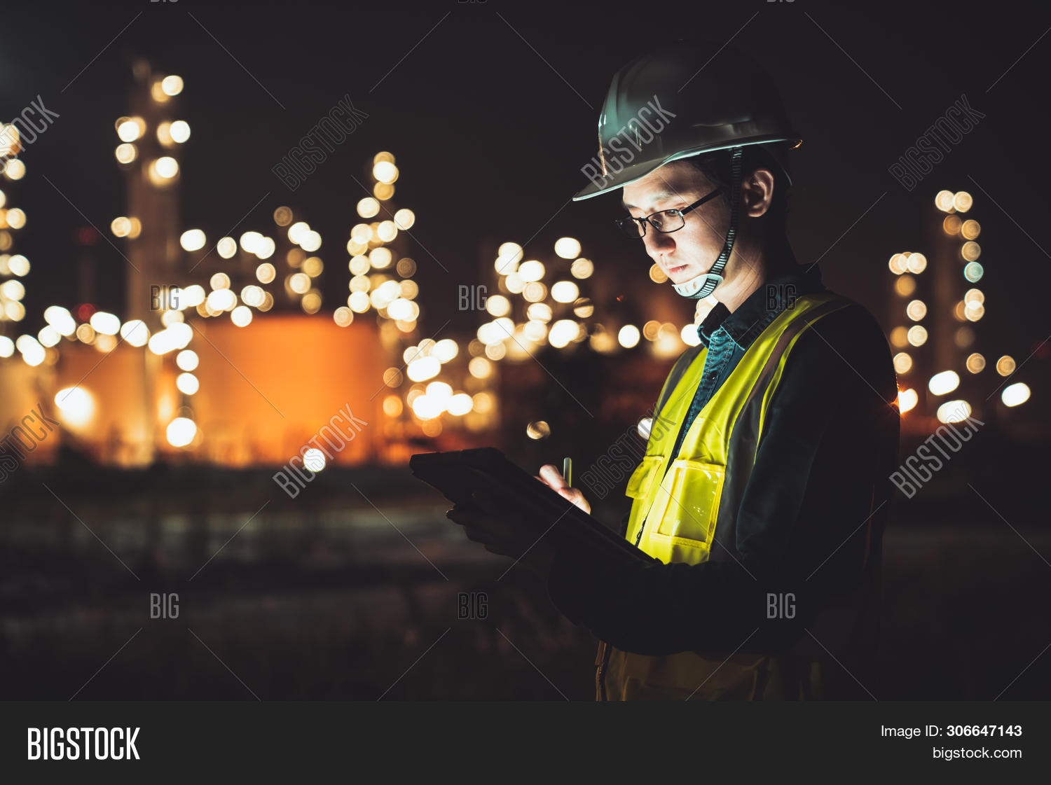 Asia,Asian,advanced,business,chemical,civil,computer,construction,development,digital,electrical,electrician,energy,engineer,engineering,estate,facility,factory,fuel,helmet,industrial,industry,job,late,light,maintenance,male,man,manufacturing,mechanical,night,oil,operation,people,petrochemical,plant,power,production,project,refinery,resource,safety,shift,site,station,tablet,technician,technology,work,worker
