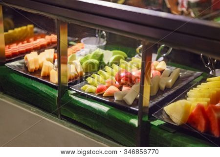 Selective Focused Fruit Cart Selling Fresh Assorted Tropical Asian Seasonal Fruit (guava, dragon fruit, papaya, cantaloupe). Vegetarian and Vegan Food, Organic Fruit, Nutrition and Health care concept stock photo