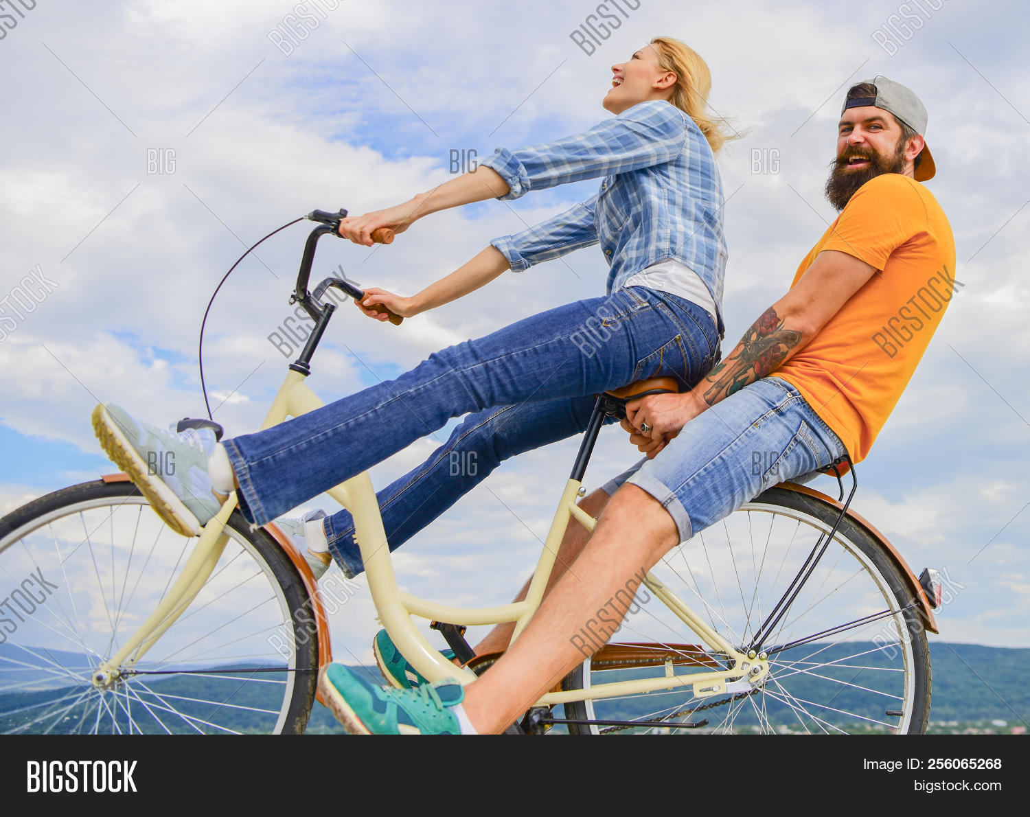 background,bicycle,bike,biking,brutal,casual,caucasian,city,couple,cruiser,cycling,date,discover,family,fun,girl,guy,handlebar,hipster,hire,hobby,ideas,in,journey,lady,leisure,love,man,outdoors,periods,pretty,relax,rent,rental,rest,ride,romantic,short,sky,time,transportation,travel,urban,vacation,weekend,woman,young,youth