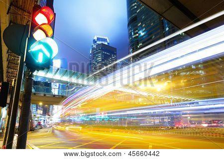 Feu de circulation dans la ville