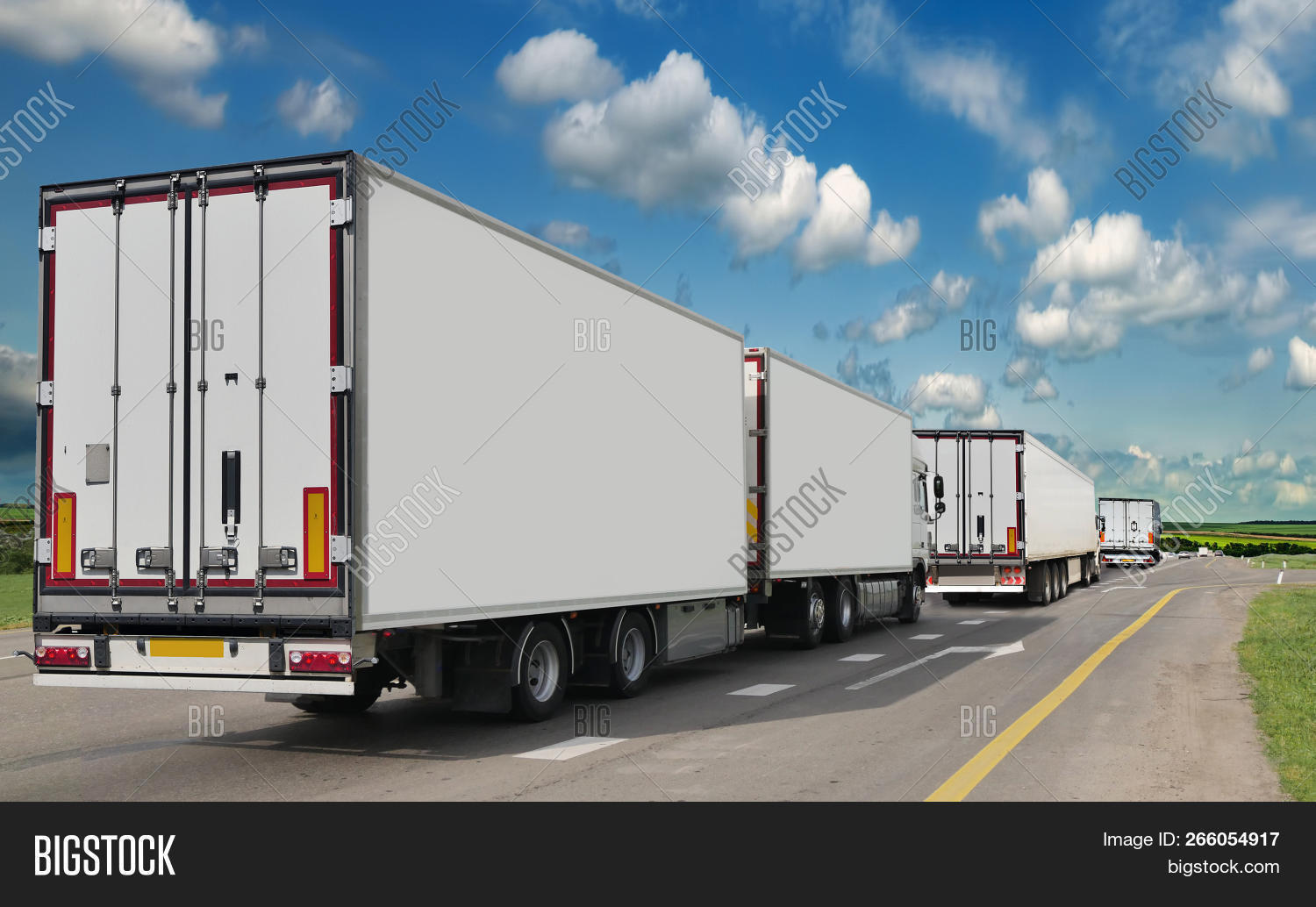 auto,automobile,blank,blue,business,busy,car,cargo,commercial,container,delivery,diesel,driving,export,field,freight,fuel,full,goods,haulage,hauler,heavy,highway,industrial,industry,load,logistic,lorry,modern,new,platform,road,semi,semi-truck,shipment,sky,speed,speeding,supply,trailer,transport,transportation,transporter,travel,truck,trucking,vehicle,working