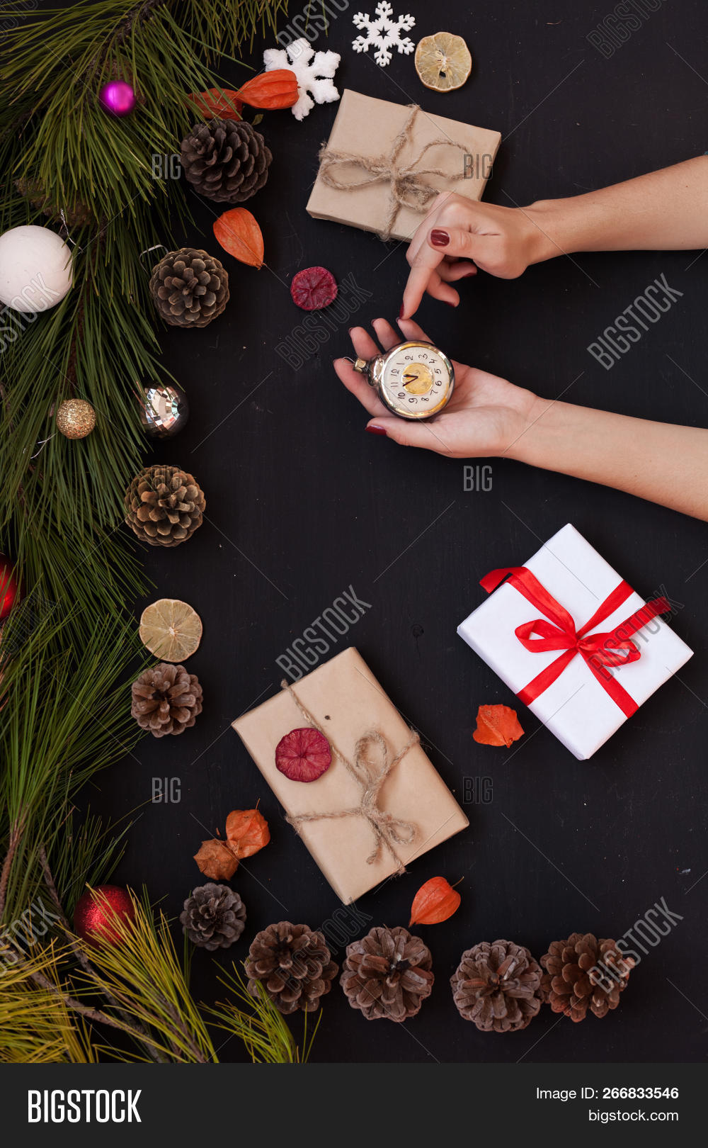 anise,background,bakery,balls,bethlehem,biscuit,branch,brown,bump,candied,candy,canes,card,cashew,christmas,cinnamon,concept,congratulations,cookie,cooking,cutters,decorative,delicacy,dessert,dough,festive,figure,food,fruit,gift,ginger,green,greeting,hot,light,mandarins,marshmallow,new,pastries,products,raisins,refreshments,sweets,table,toys,traditional,vintage,winter,year,year27s