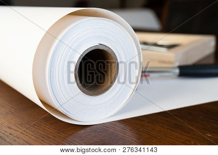 Roll Of Canvas With Stretcher Frames For Print And Framing Photographs Ont Canvas Large Format Print