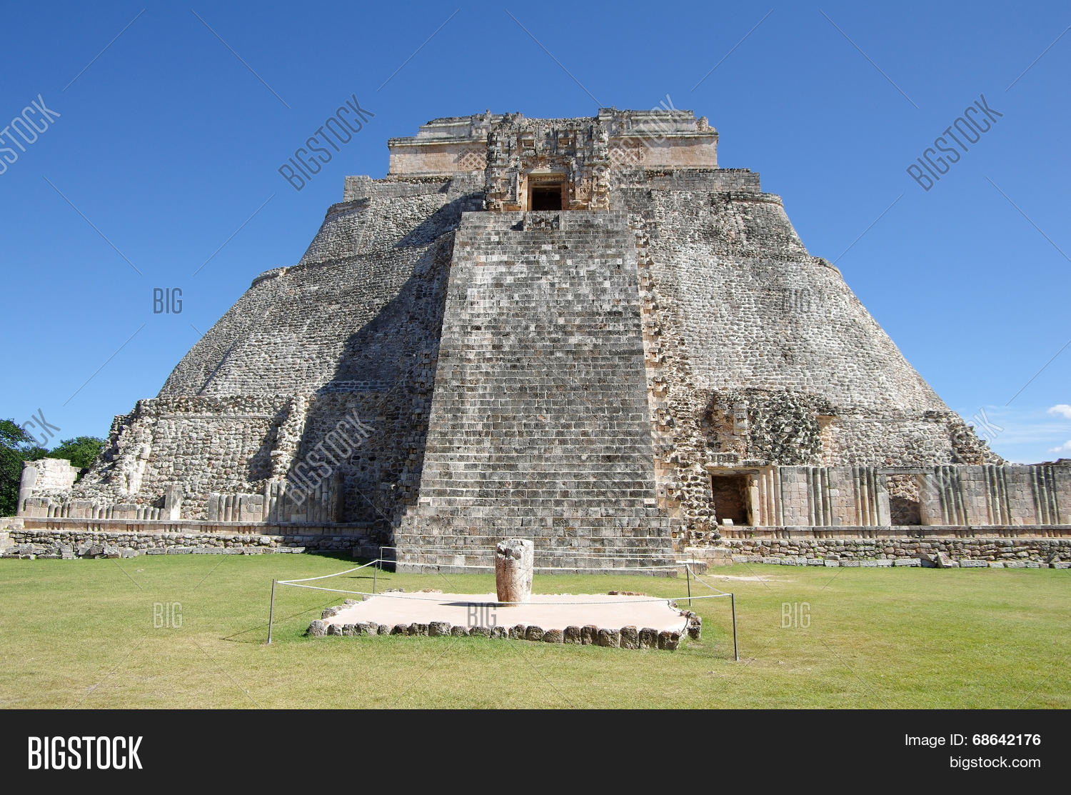 adivino,america,american,ancient,archeology,architecture,aztec,brick,building,campeche,civilization,complex,el,god,historic,historical,landmark,latin,magician,maya,mayan,mexican,mexico,monument,moon,museum,pyramid,religion,religious,ritual,ruin,stair,stone,sun,temple,tourism,travel,traveling,uxmal,yucatan