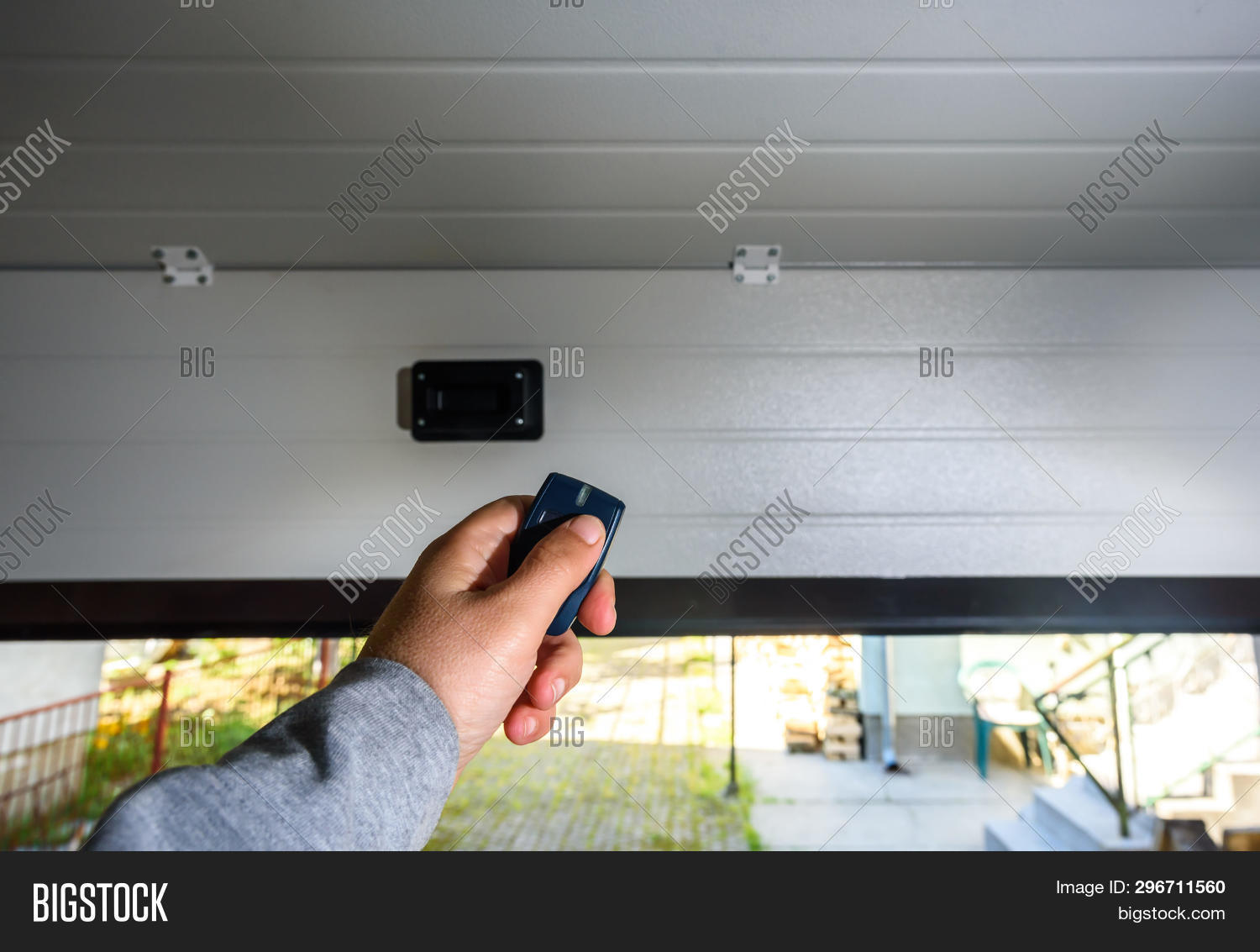 architecture,automatic,building,car,construction,controller,design,door,driveway,dwelling,electricity,estate,front,garage,hand,home,house,large,luxury,modern,mortgage,opened,plastic,pvc,real,remote,suburbs,wireless