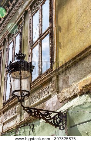 Old street lantern on the wall of a beautiful old building at Piata Regele Ferdinand I or King Ferdinand I Square in Medias, Sibiu County, Transylvania, Romania stock photo