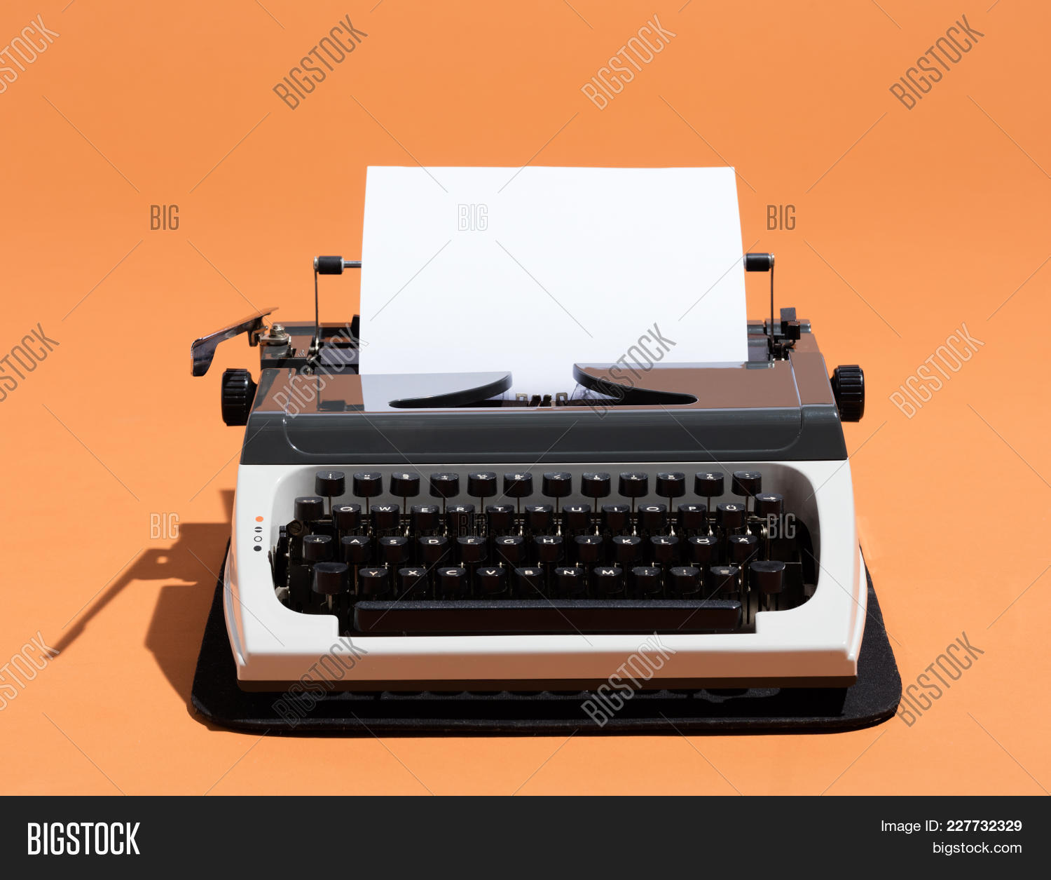 antique,author,blank,classic,concept,correspondence,editor,equipment,idea,journalism,journalist,keyboard,letter,machine,mechanic,message,nostalgia,office,old,oldschool,orange,page,paper,retro,secretary,story,type,typewriter,typist,vintage,work,write,writer
