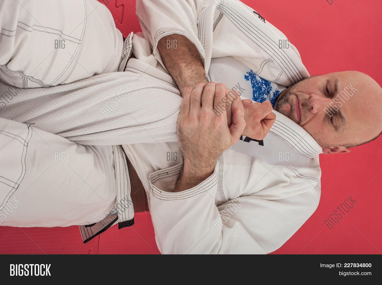 americana,arm,armbar,art,bar,belt,bjj,brazilian,breaking,choke,control,crank,demonstration,detail,elbow,fighting,finish,finishing,goose,grab,grip,ground,hold,instructor,jitsu,jiu,jiu-jitsu,jujitsu,kimono,kimura,knot,leg,lock,martial,mount,neck,parterre,position,practice,show,spinning,sport,sweep,technique,traditional,training,white,wristlock