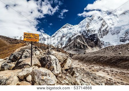 Mont everest signpost
