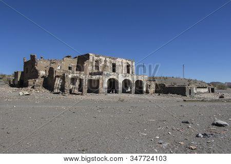 old stone farmhouse abandoned and in ruins, abandoned farmhouse on Tabernas, Almeria, Andalusia, Spain stock photo