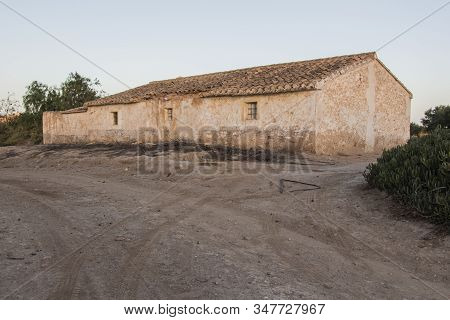 old stone farmhouse abandoned, abandoned farmhouse on Huercal Overa, Almeria, Andalusia, Spain stock photo
