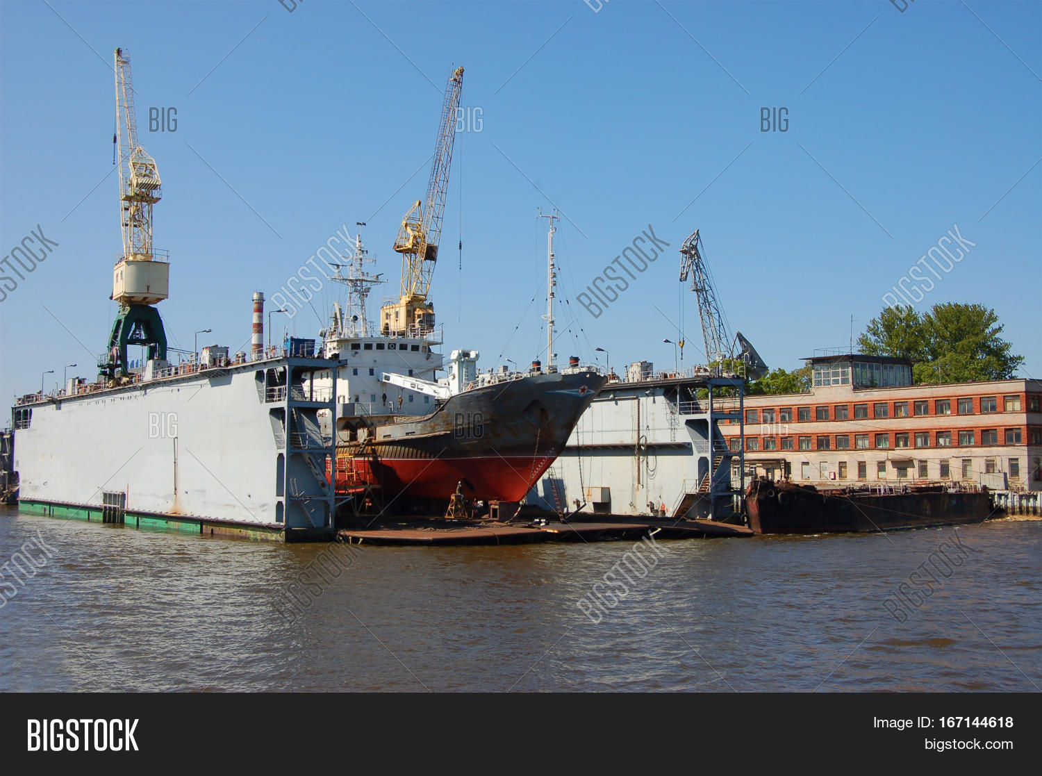 LOADING,Peterburg,Petergof,Staint,bulk,bulk-carrier,cargo,civil,cranes,dock,dry,dry-cargo,freight,gateway,industry,international,load,nautical,naval,navigation,navy,portn,repair,sea,seaport,ship,shipping,vessel