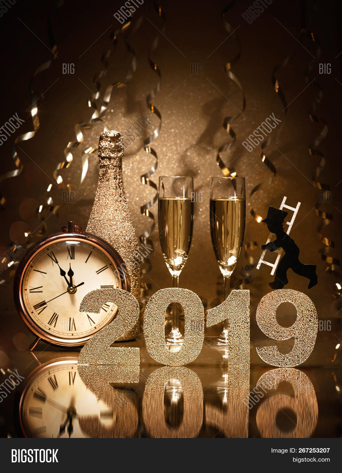 2019,background,bottle,bubbles,bubbly,card,celebrate,celebration,champagne,cheers,chimney sweep,clock,concept,copy space,decoration,drink,eve,evening,event,festive,festivity,flutes,glass,gold,golden,good luck,greeting,happy,holiday,invitation,invite,light,lucky charm,midnight,new,new year,number,numerals,pair,party,silvester,sparkle,sparklers,sparkling,streamer,sweep,toast,two,wine,years