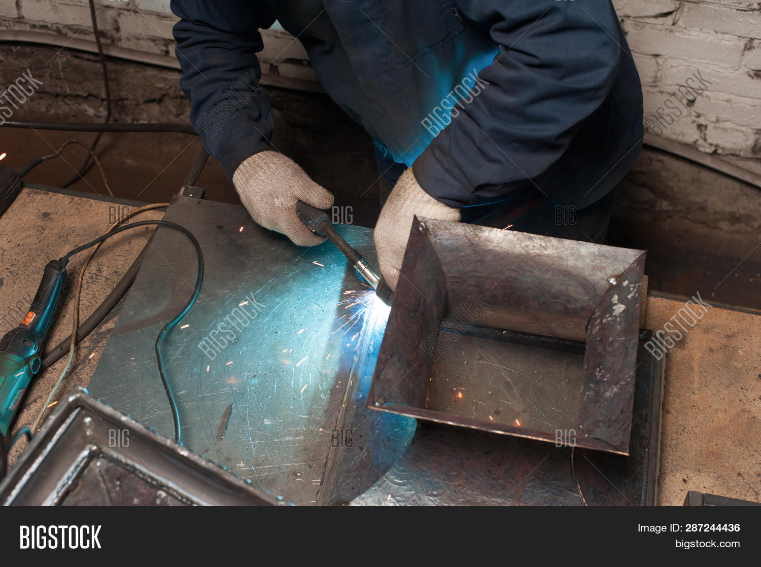 blacksmith,bracing,cap,craft,craftsman,craftsmanship,cutting,dirt,diy,electric,engineer,equipment,expertise,factory,farrier,gloves,grey,hand,handmade,handwork,heat,hold,hotbed,industrial,industry,iron,job,make,making,man,manufacturing,mechanic,metal,occupation,ornament,parts,product,professional,skill,solder,soldering,sparks,stand,tools,white,worker,working,workshop