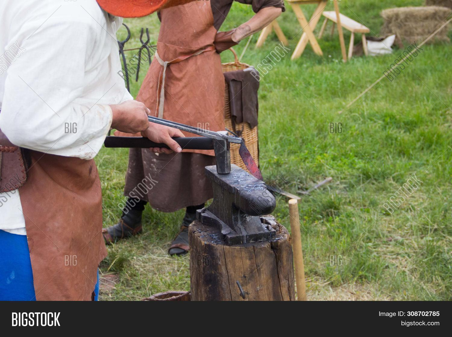 antique,anvil,black,blacksmith,bright,craft,craftsman,craftsmanship,dirty,equipment,farrier,fire,flame,forge,forging,glowing,hammer,hand,handwork,heat,heavy,horseshoe,hot,industrial,industry,iron,job,man,manual,manufacturing,metal,metalwork,molten,occupation,old,red,retro,shop,skill,smith,smithy,spark,steel,strength,tool,traditional,work,worker,workshop