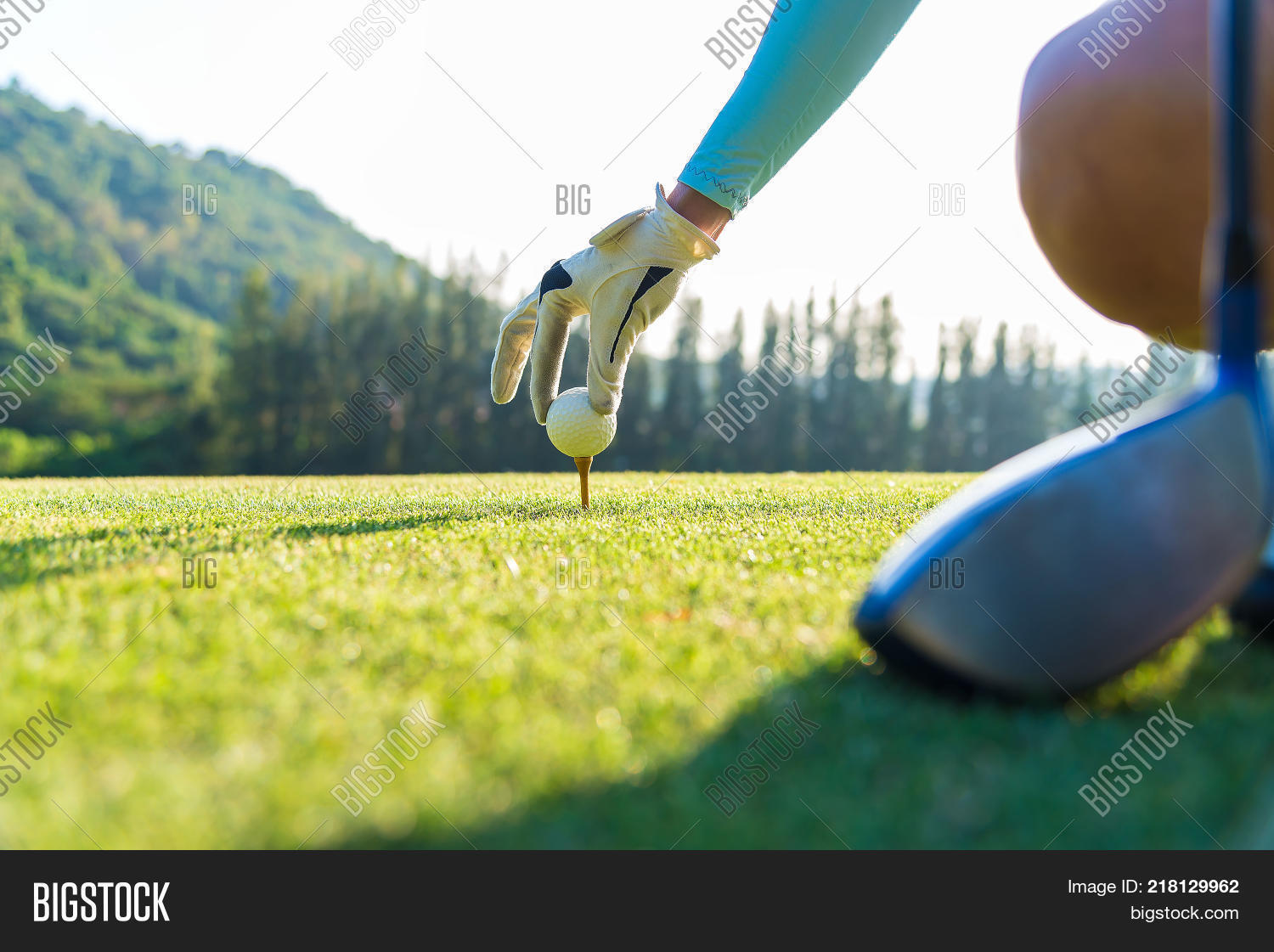 apron,backswing,birdie,blade,bogey,bunker,caddie,chip,course,divot,dog-leg,draw,eagle,fade,fairway,field,flagstick,fluffing,fore,forest,golf,golfer,grass,green,grip,ground,handicap,iron,knees,loft,meadow,par,pitch,plane,play,player,pull,rough,round,shank,shoe,slice,square,stroke,sun,swing,tee,teeing,top,wood