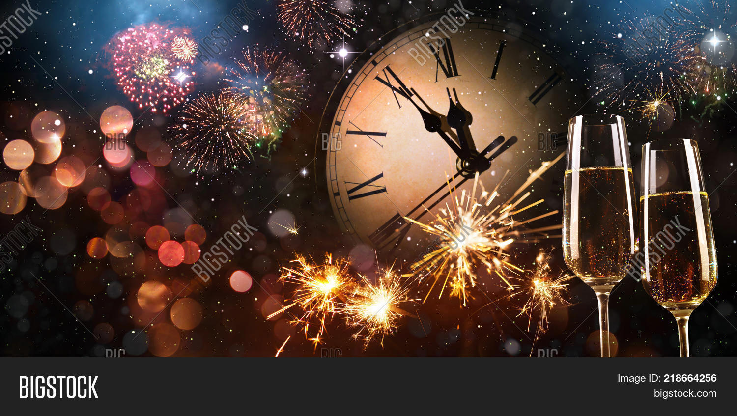 2018,anniversary,background,beverage,bokeh,bubbles,celebrate,celebration,champagne,change,cheers,christmas,clock,congratulations,copy space,countdown,drink,eve,evening,event,festive,festivity,final,firework,flute,glass,gold,greeting,happy,holiday,holidays,invitation,light,luxury,midnight,new,new year,new years eve,party,silvester,snow,sparkle,splash,stars,toast,twelve,wine,winter,year