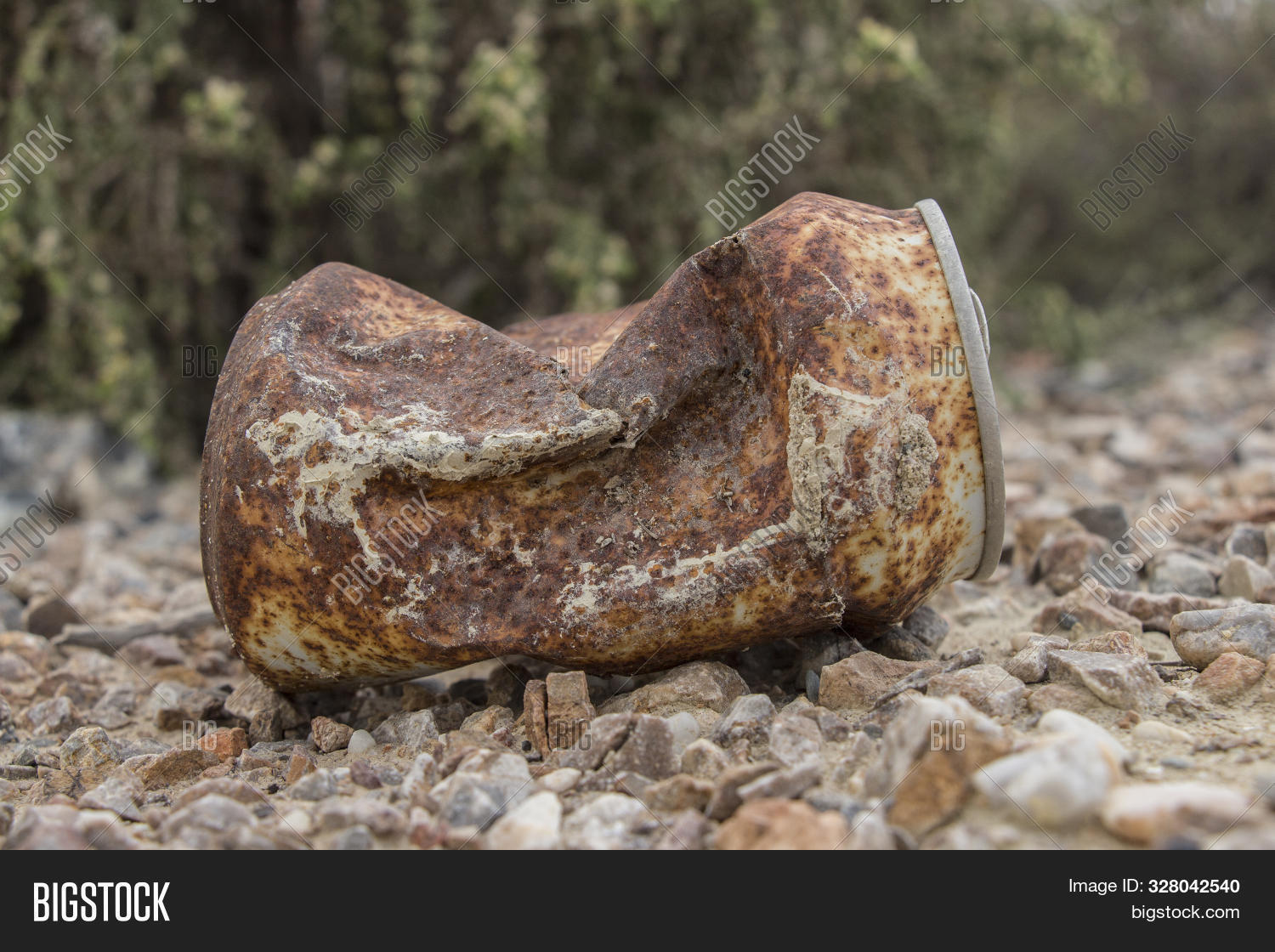 rusty can, rusty beer can lying in the field, rusty can, old rusty can outdoor,trash