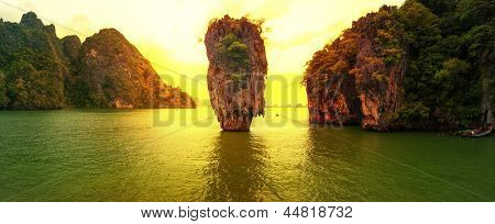 James bond island sunset photographie panoramique. célèbre voyage destination, khao phing kan, ko tapu,