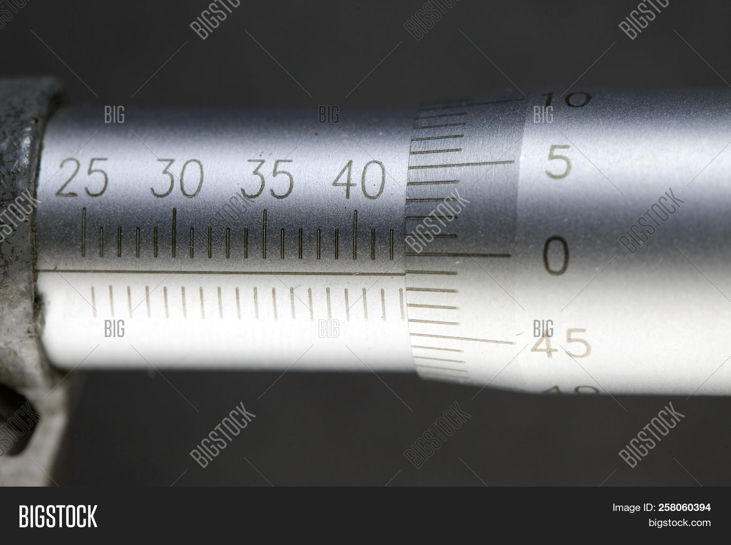 accuracy,background,caliper,closeup,construction,detail,digital,display,electrical,engineering,equipment,industrial,industry,instrument,manufacturing,measure,measurement,mechanical,metal,metallic,meter,micrometer,number,object,precision,quality,stainless,steel,technology,tool,vernier,work