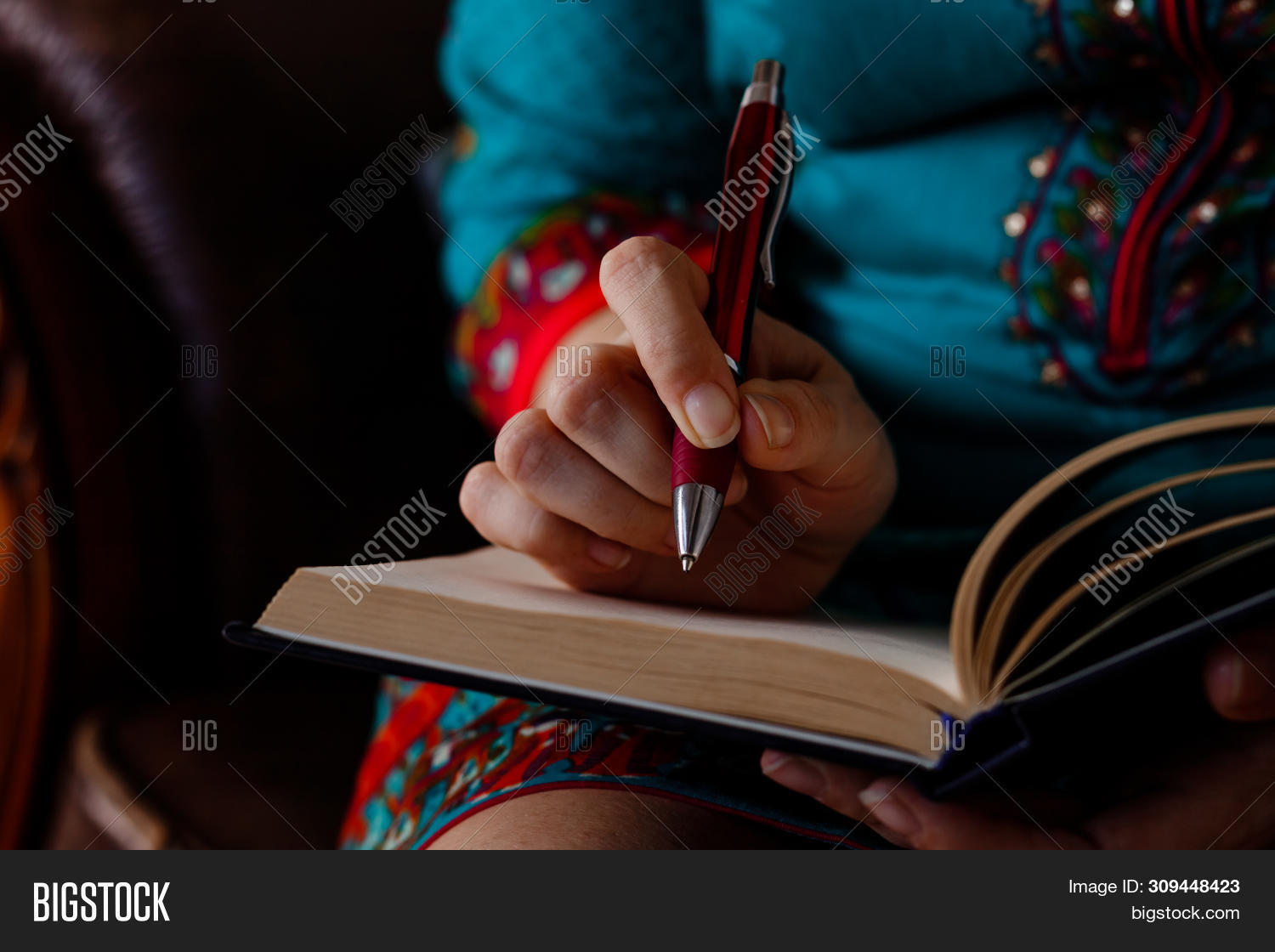 background,blank,book,business,businesswoman,checklist,closeup,concept,desk,diary,document,education,female,girl,hand,handwriting,holding,idea,journal,journalist,lady,laptop,letter,list,message,note,notebook,notepad,office,page,paper,paperwork,pen,people,person,professional,school,student,studying,top,white,woman,wooden,work,working,workplace,write,writer,writing,young